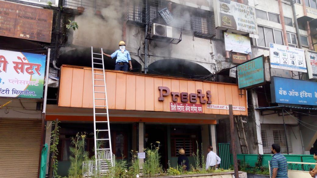 स्वारगेट येथील हॉटेल प्रितीला भीषण आग