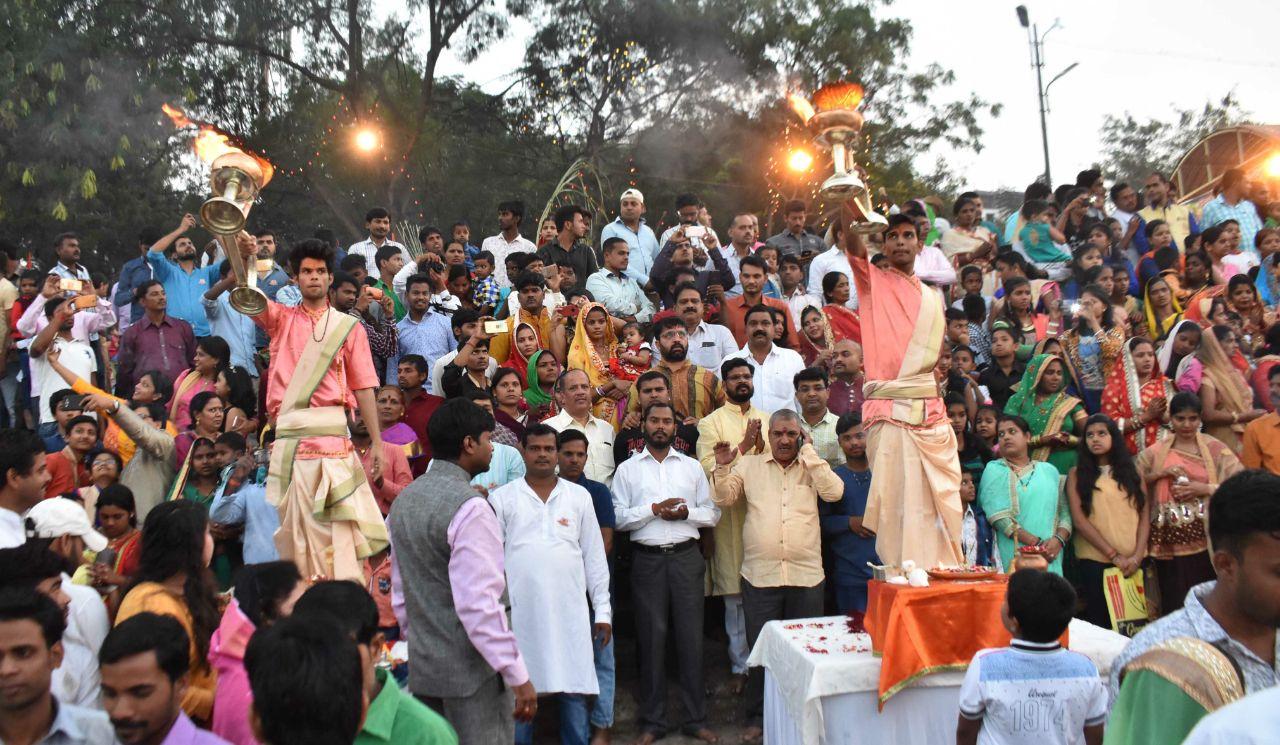 महाराष्ट्रात प्रथमच मोशीत इंद्रायणी घाटावर गंगा आरती संपन्न