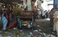 स्वच्छ भारत अभियानाची 'ऐंशी की तैशी'; राष्ट्रवादीच्या नगरसेविकेचे 'कचरा फेको' आंदोलन