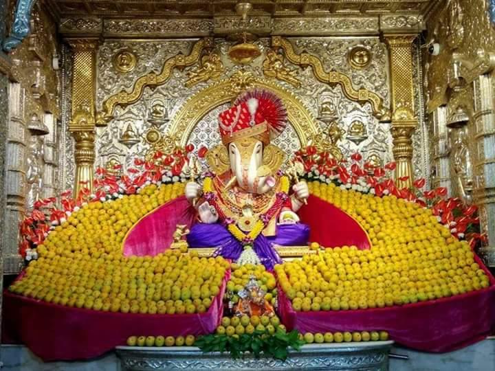 दगडूशेठ हलवाई गणपती मंदिरात साकारली ११ हजार आंब्यांची आरास
