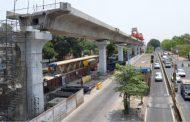 पिंपरीत 'बीआरटी'त मेट्रोची घुसखोरी; महामार्गावर वाहतूकीचा खेळखंडोबा