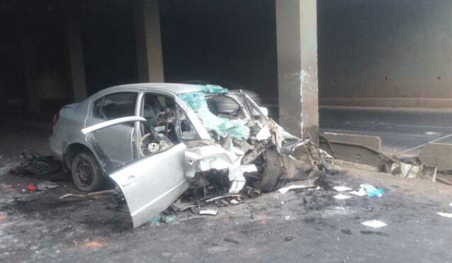 पिंपरीत ग्रेडसेप्रेटरमध्ये कारचा भीषण अपघात; नियंत्रण सुटल्याने चालकाचा मृत्यू, एकजण गंभीर