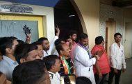 मनसेचे पिंपरी महापालिकेत 'मराठी'साठी आंदोलन; इंग्रजी पाट्यांना काळे फासून केला निषेध