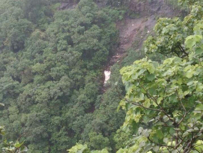 पोलादपूर घाटात २०० फूट दरीत खासगी बस कोसळली