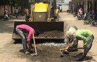 पिंपळे सौदागर प्रभागातील रस्त्यावरील खड्डे बुजविण्याचे काम सुरू