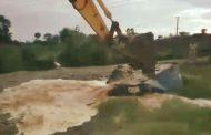 इंद्रायणी नदीकाठची गावठी दारूची भट्टी पोलीसांकडून जेसीबी लावून उध्वस्त