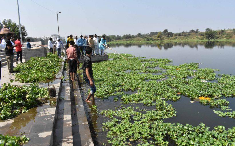 विश्व श्रीराम सेनेच्या वतीने छटपूजेनिमित्त मोशीत इंद्रायणी नदी तीरावर स्वच्छता अभियान