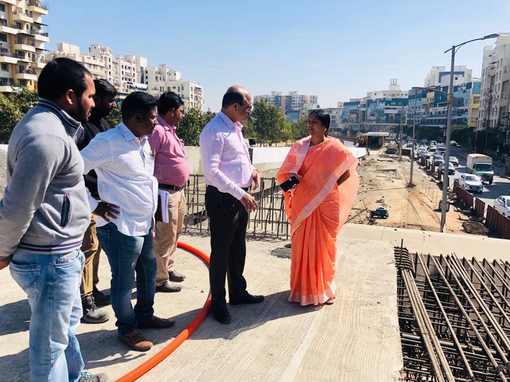 गोविंद चौकातील सब-वे चा एक मार्ग १५ फेब्रुवारीपासून वाहतुकीसाठी खुला करण्याच्या नगरसेविका निर्मला कुटे यांच्या अधिकाऱ्यांना सूचना
