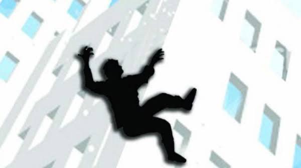 रहाटणीत संगणक अभियंत्याची १२ व्या मजल्यावरुन उडी मारून आत्महत्या