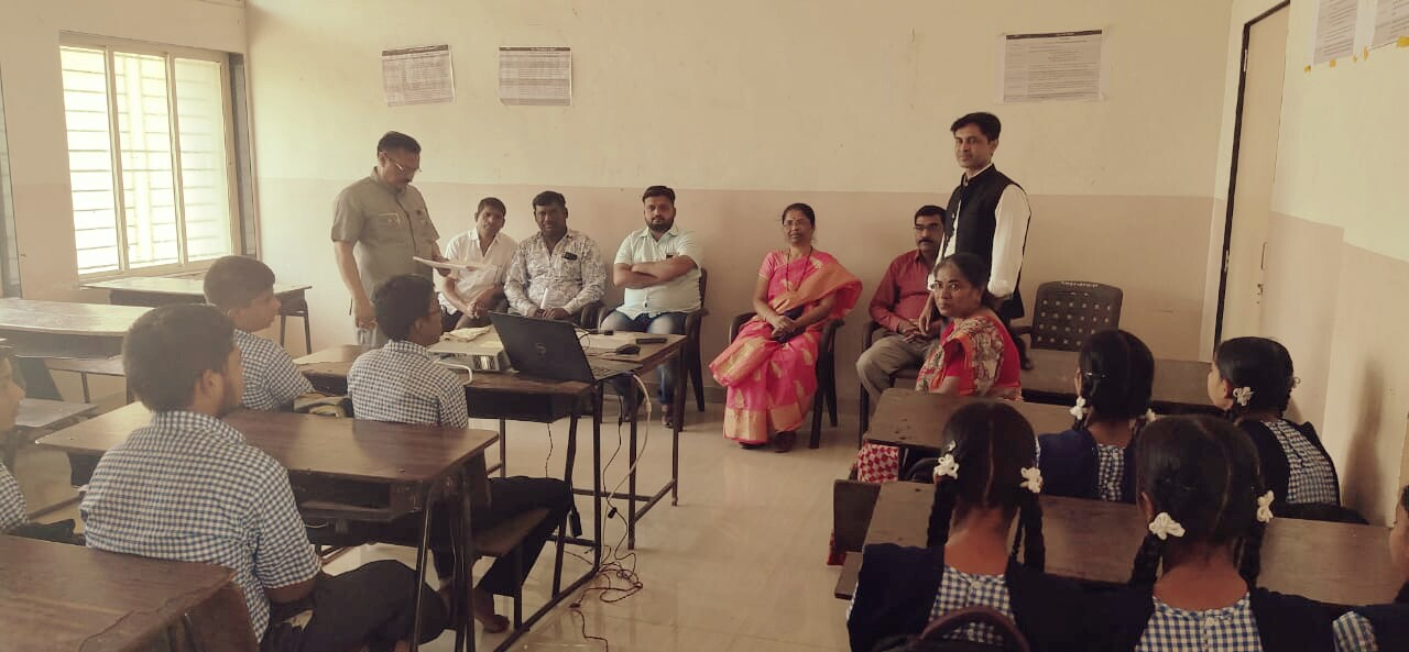 पिंपरी युवासेनेच्या पुढाकाराने १० वीच्या विद्यार्थ्यांना तणावमुक्तीचे धडे..!