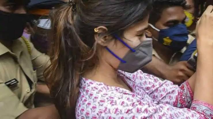रिया चक्रवर्तीला एनसीबीकडून अटक