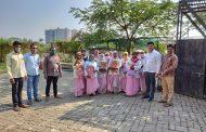 तापकीरनगर येथील ओम साई ग्रुपतर्फे सफाई कर्मचाऱ्यांना ब्लँकेटचे वाटप