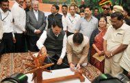 'महाखादी'चा ब्रँड विकसीत करावा - मुख्यमंत्री