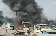 पुण्यात झोपडपट्टीला भीषण आग, १०० पेक्षा जास्त घरं जळाली