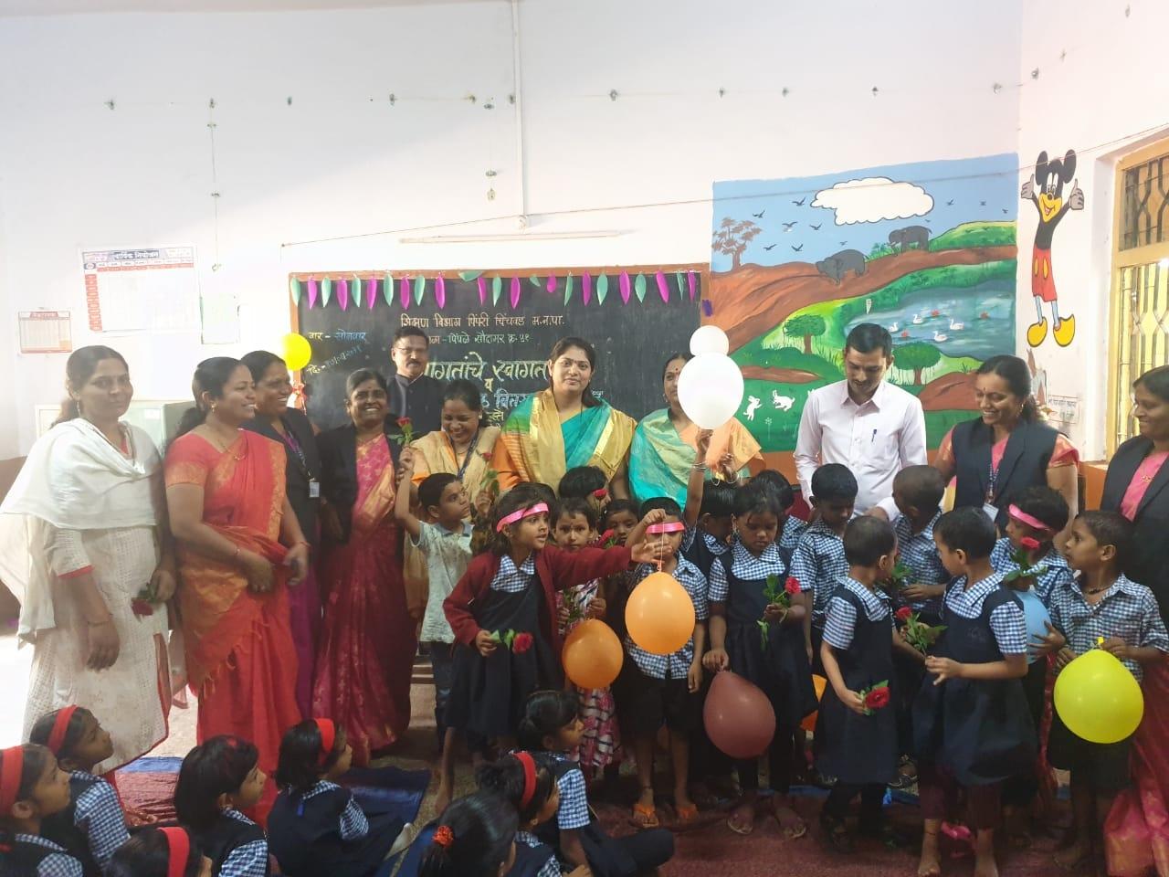 पिंपळे सौदागरमधील शाळेत मोठ्या उत्साहात विद्यार्थ्यांचे स्वागत