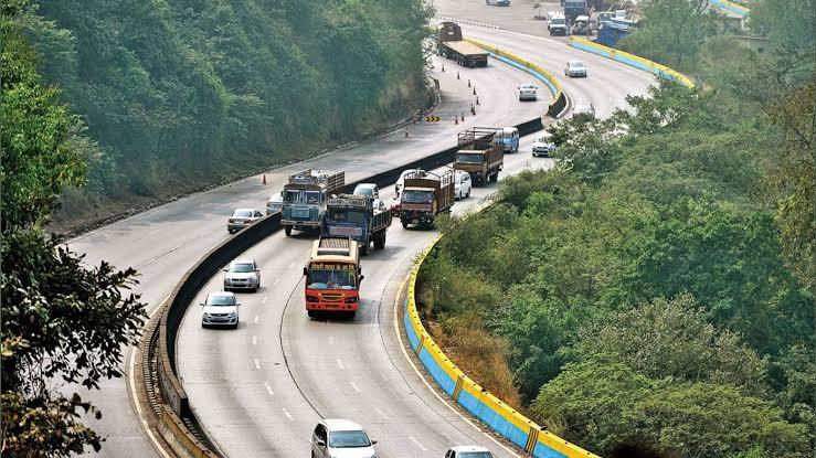 पुणे-मुंबई द्रुतगती मार्ग दुपारी २ तासांसाठी बंद