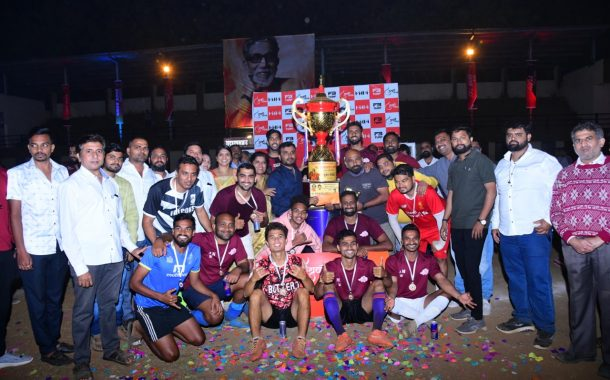 युवासेना व सुलभाताई उबाळे सोशल फाऊंडेशन आयोजित 'युवा चषक २०२१'चे विजेतेपद अकातसुकी फुटबॉल टीमकडे..!